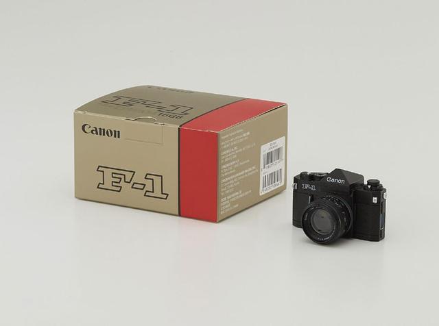 画像: キヤノン、レンズで乾杯! 特製マグカップやミニチュアカメラ型USBメモリーなど、ファングッズ発売