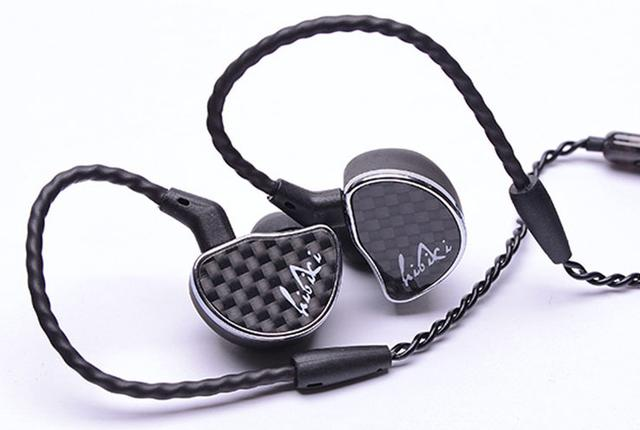 画像: 11月18日はイーイヤの日! e☆イヤホンがAAWのイヤホン「響」など、限定取扱いモデル全4機種を販売