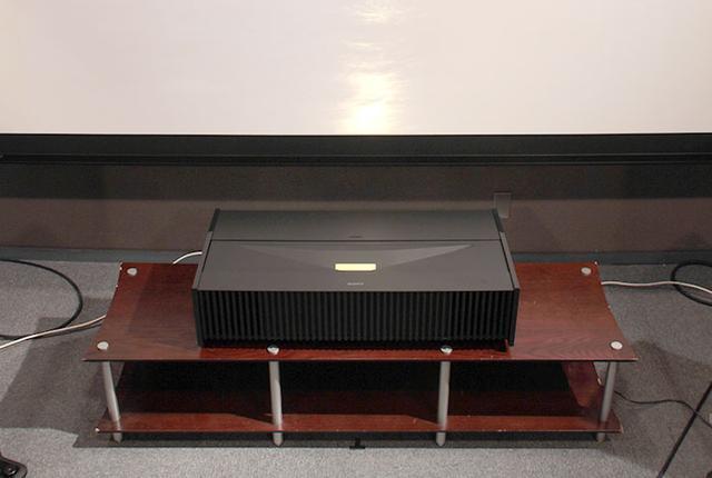 画像: 【徹底分析】ソニーの超短焦点プロジェクター「VPL-VZ1000」。近距離から110インチに投写した、4K映像の画質は?
