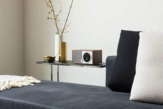 画像: Tivoli Audio、クラシカルデザインの高級ラジオに新機種「Model One Digital」登場。Wi-Fiと液晶ディスプレイ追加