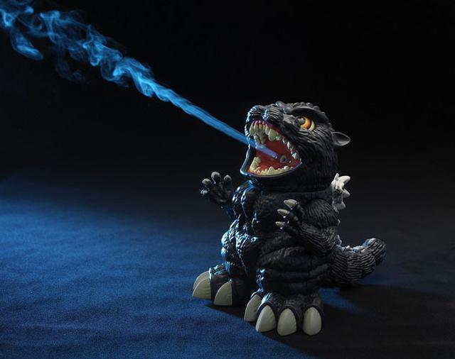 画像: ゴジラで喉に潤いを! 口から熱線ならぬミストを放射する「加湿王ゴジラ」、本日より予約開始