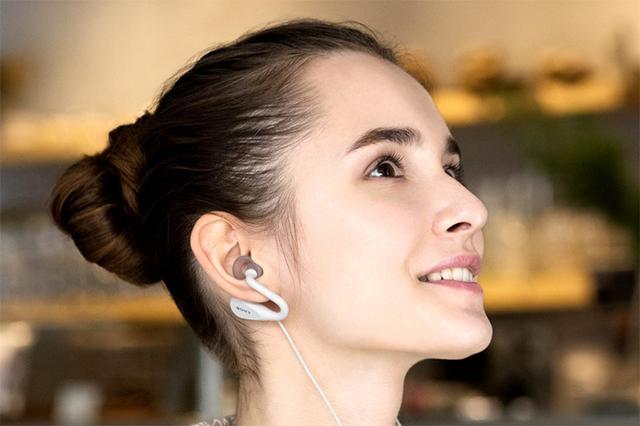 画像: ソニーモバイル、耳を塞がない有線イヤホン「STH40D」とUSB接続にも対応したBluetoothイヤホン「SBH90C」を発売