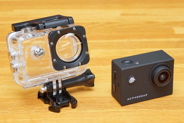 画像: ドン・キホーテ、フルHDアクションカメラを4,980円で発売。30m防水ケースや自撮り棒など豊富なアクセサリーが付属