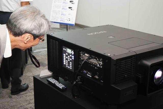 画像: 【潮晴男氏の速攻レビュー追加】エプソン初のネイティブ4Kパネル搭載レーザー液晶プロジェクター「EB-L12000Q」発表