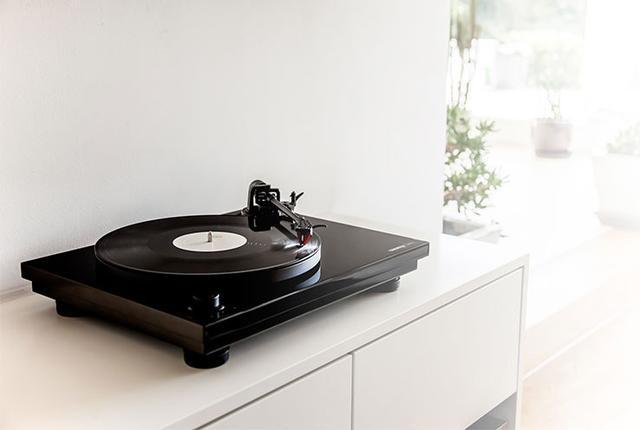 画像: DJ御用達のブランドReloopから、本格アナログプレーヤー「TURN3」発売。USB接続したPCに録音できる