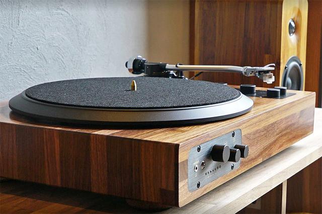 画像: 家具職人が作る木製ボディのレコードプレーヤー、Minfort「TT8」。クラウドファンディングで支援者を募集中