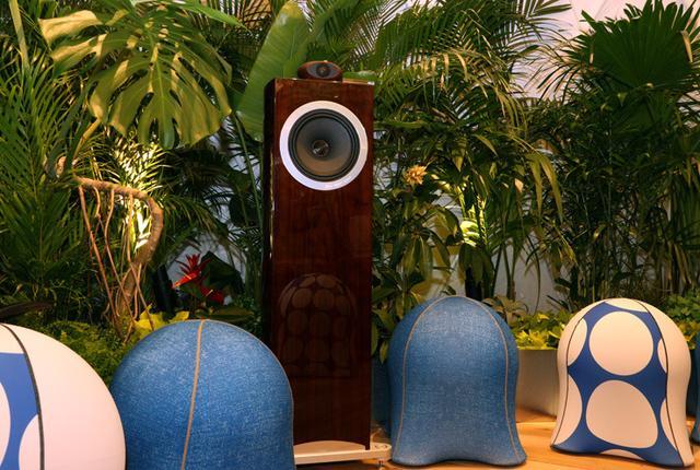 画像: メルセデス・ベンツConnectionに美と癒やしの空間が出現!BGMにはハイレゾミュージックが流れる