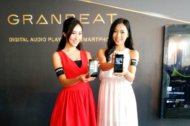 画像: オンキヨーのハイレゾスマホ「GRANBEAT」が香港で発売。発表会には多くの取材陣が訪れた