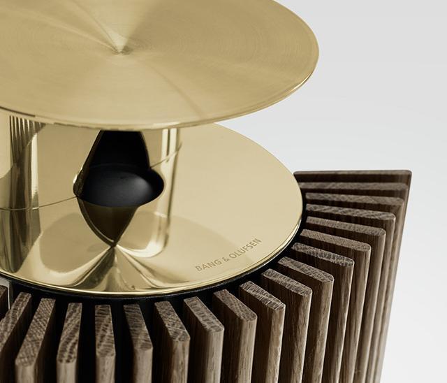 """画像: B&O、モノクロが中心の電化製品に温かい光をもたらす新カラー""""Brass Tone""""を追加"""
