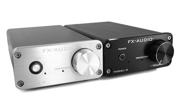 画像: FX-AUDIOのプリメインアンプの新製品「FX502J-S」。50W×2の出力を持ち、価格はなんと7980円(税込)。カラーリングはブラックとシルバーの2色展開