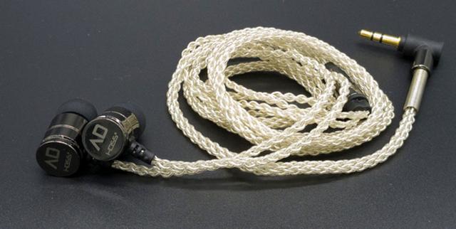 画像: ALPHA&DELTAのイヤホン「D6」。40kHzまでの再生に対応したハイレゾ仕様だ