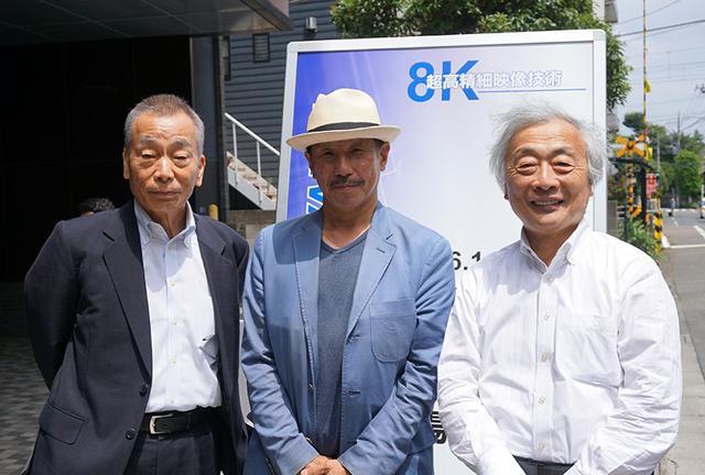 画像: アストロデザイン・鈴木社長(左)と大阪芸術大学の赤木正和さん(中央)、麻倉さんで記念写真