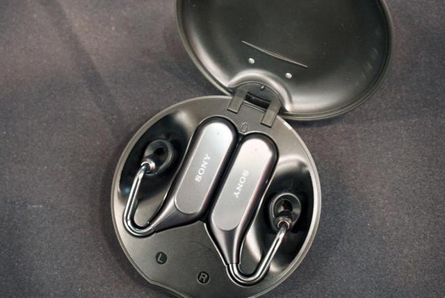 画像2: 2F・ソニー:完全ワイヤレスイヤホンに、ながら聴きイヤホンと最先端が並ぶ