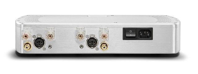 画像: 「Etude」のリア。入力端子RCA×1、XLR×1の2系統を装備する