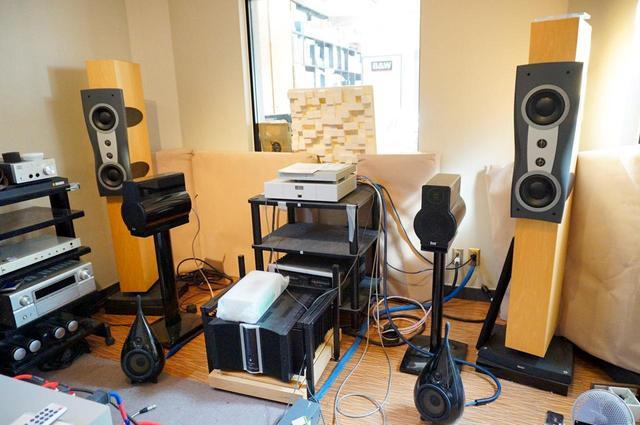 画像: 防音仕様の試聴室も完備