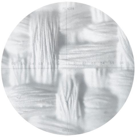 画像: 4K対応スクリーン「WF801」の顕微鏡写真。ランダムに織られた特殊二重織構造で、モアレを防ぎつつ、4Kの高精細映像に対応する