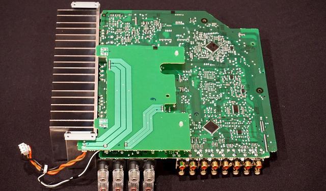 画像: A-40AEの内部回路。小さい基板が電源供給用の基板