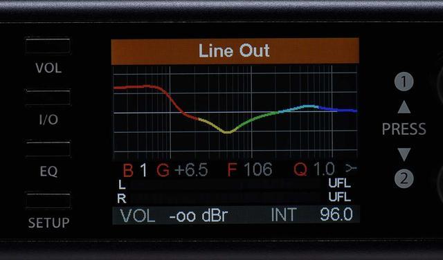 画像: パラメトリックEQの設定画面。5バンドに分かれておりそれぞれ調整が可能で、最大で20のプリセットを登録できる。ライン出力のほか、ヘッドホン出力、IEM出力でも使用可能。右/左の音声出力にそれぞれ別のEQ補正をかけるDual EQ機能も搭載している