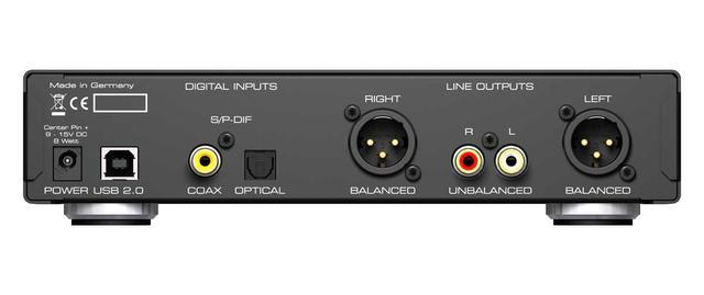 画像: 中央から左側がデジタル入力と電源部、右側がアンバランスとバランス端子によるアナログ出力部となっている。ADI-2 Proで搭載されていた主にプロ用途のAES/EBUデジタル端子や、TS(6.3mm標準フォーン)アナログ端子などは廃止されている