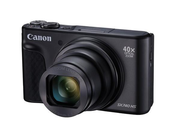 画像: キヤノンの高倍率ズームデジタルスチルカメラの新製品「PowerShot SX740 HS」。8月30日発売予定だ