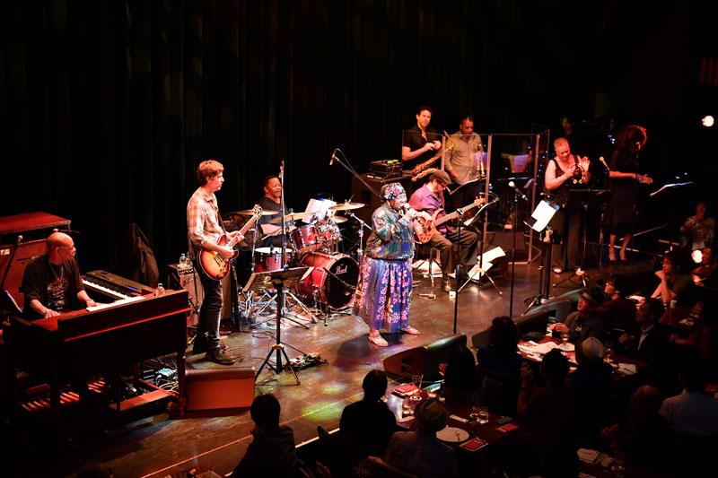 "Images : 16番目の画像 - 「カーラ・トーマス&ザ・メンフィス・オールスター・レビュー 60年代メンフィス・ソウルを代表する""クイーン""が、最高峰のメンバーと共に来日」のアルバム - Stereo Sound ONLINE"