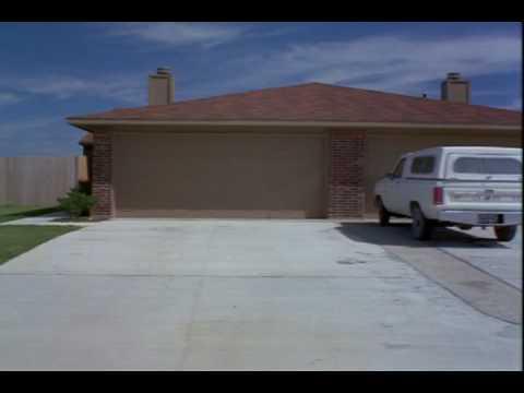 画像: True Stories (1986) - Houses www.youtube.com