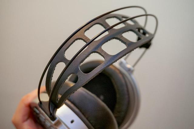 画像: ナッパレザーを採用したヘッドバンド