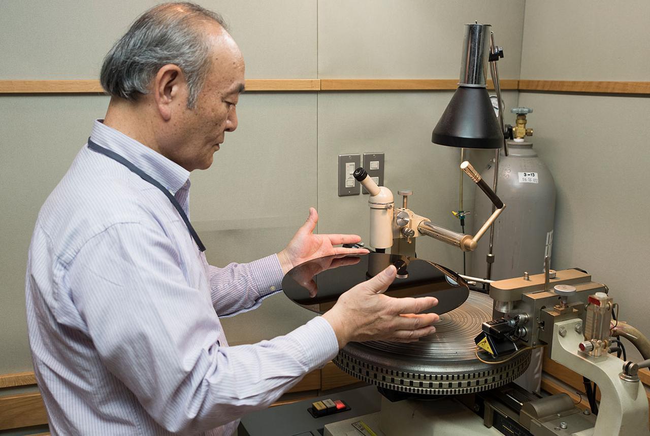画像: ラッカー盤制作を手掛けたカッティングエンジニア武沢 茂 氏