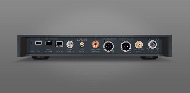 画像: 「X1」のリヤパネル。左から2番目が光LANネットワーク端子