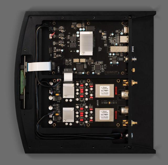 画像: 「X1」の内部
