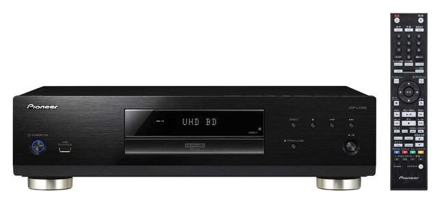 画像: パイオニアブランドのUltra HD Blu-ray対応ユニバーサルプレーヤー「UDP-LX500」。付属リモコンはバックライトを備える