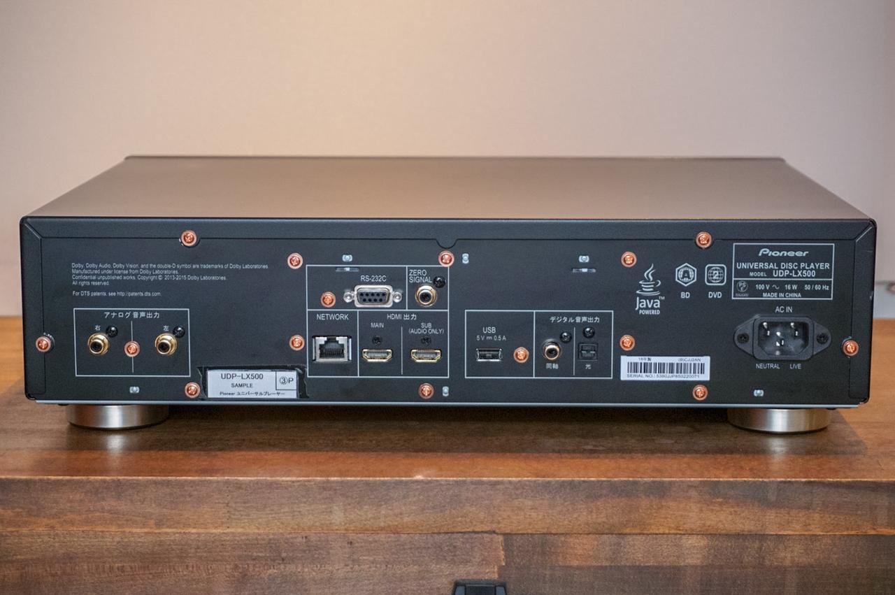 画像: UDP-LX500の背面パネル。アナログオーディオ出力は2chのみ、という割り切った仕様だ