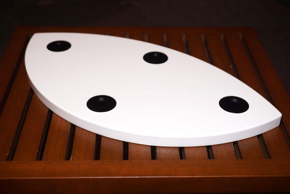 画像: ▲購入者向けキャンペーン向けの特製ボード。スピーカーはどう置くかで音が大きく変わるので、こうしたアイテムはとても便利だろう