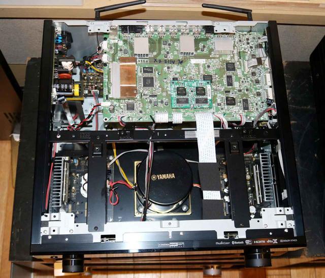 画像: ▲CX-A5200の内部写真。手前にあるトランスが容量アップを果たした