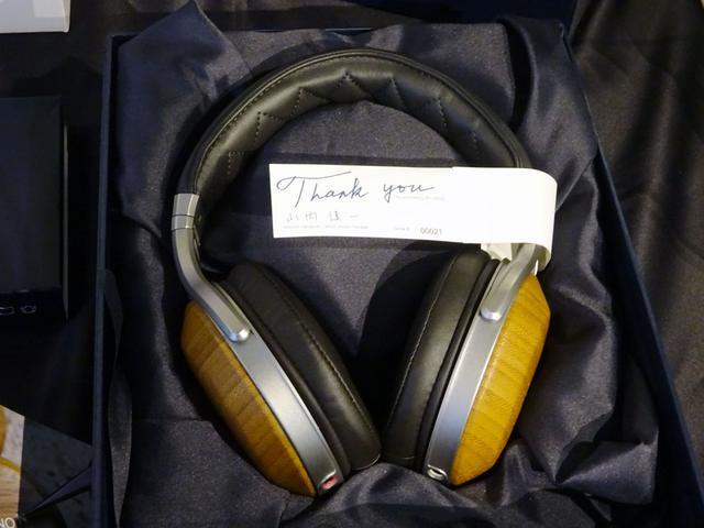 画像: 豪華化粧箱に入った「AH-D9200」。シリアルナンバーと購入者の名前入りだ