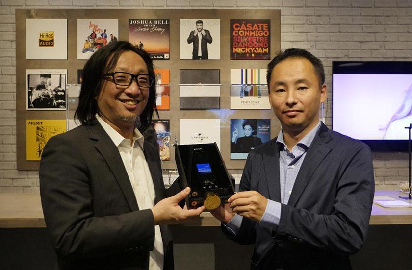 画像: 設計者の佐藤浩朗氏(左)と、企画の田中光謙氏(右)