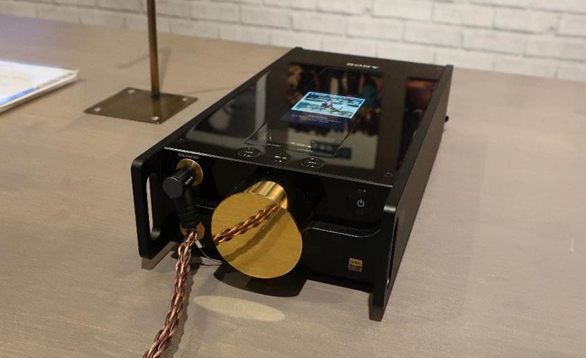 画像: ソニー・ハイエンドの象徴。デジタルオーディオプレーヤー・ヘッドホンアンプ「DMP-Z1」
