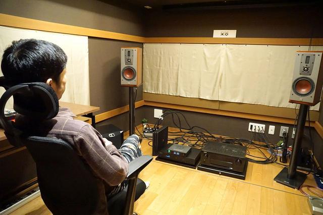 画像: ▲試聴が行なわれたのは、筆者橋爪氏の自宅兼スタジオ「Studio 0.x」(スタジオゼロエクス)だ。聴き慣れた環境で試聴しており、わずかな音の変化も逃さない