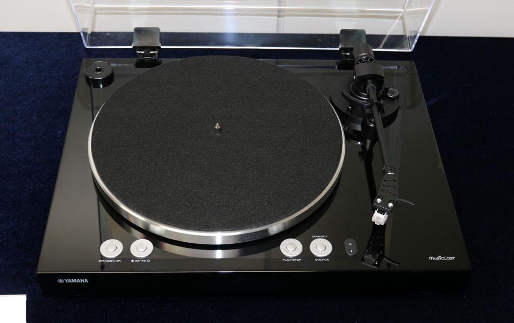 画像: ▲アナログレコードの音をワイヤレス再生できる「MusicCast VINYL 500」。9月下旬発売で価格は¥76,000前後
