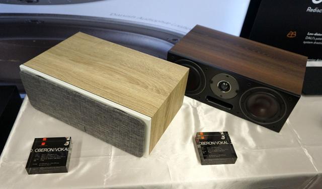 画像: ▲センタースピーカーは130mm口径ウーファーを搭載する2ウェイ仕様。仕上げもフロアー型スピーカーと同様に4色用意される