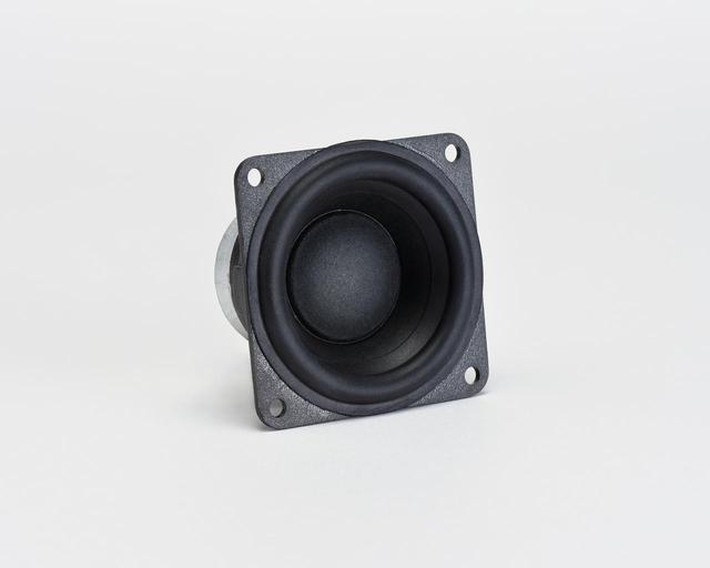 画像: サラウンドとハイト用のスピーカーは50mmのパルプコーンフルレンジタイプを合計8個を用いている