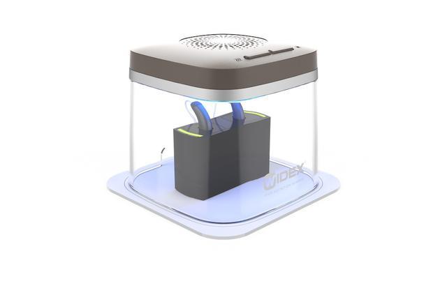 画像: 会場では、充電式補聴器の除菌乾燥器ができるWIDEX「DRY-CAP UV」も展示されていた。乾燥剤不要で30分のスピード乾燥と除菌が可能。¥8,640(税込)