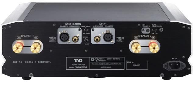 画像: TAD-M1000のリアパネルにはバランス/アンバランスの各入力端子とその切替えスイッチ、ステレオ・モードとBi-Ampモードの切替えスイッチ、左右チャンネル各1系統のスピーカー出力端子が装備されている。