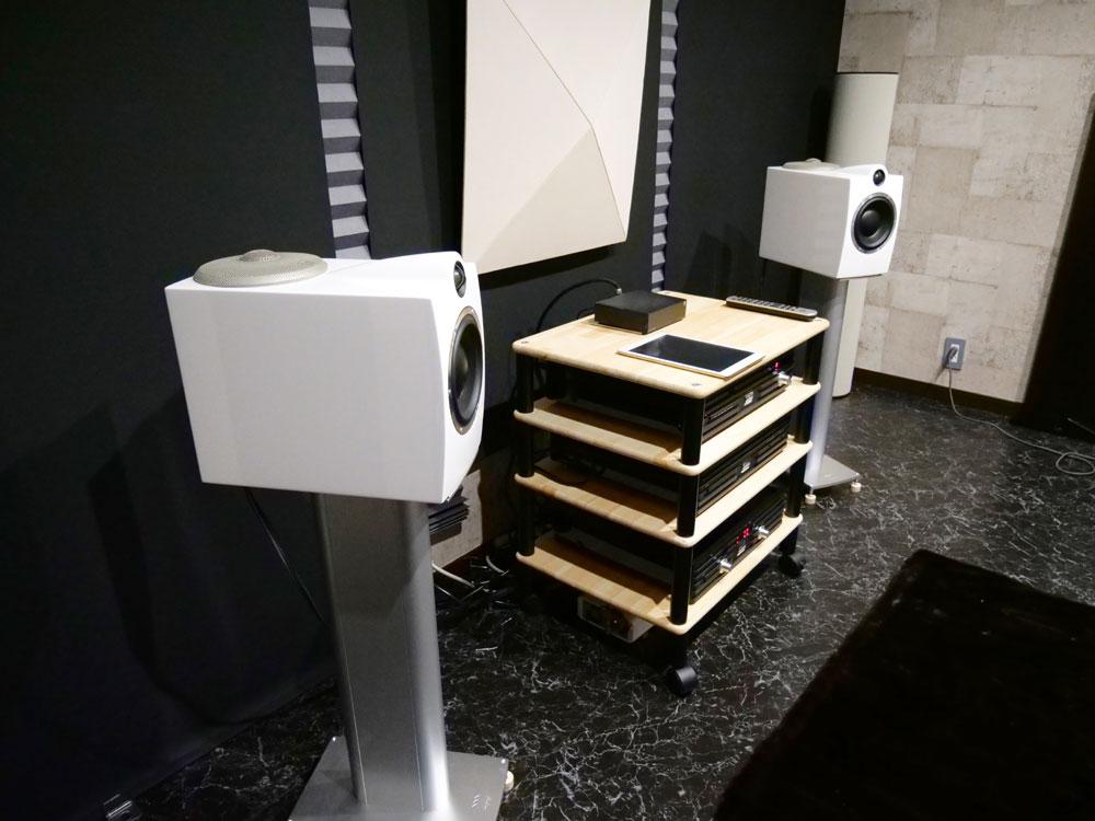 画像: ▲シンプルな2ウェイ構成のバスレフ型スピーカー「OCTAVE 6 Limited Edition」が設置された3F。奥行きを深く取っているため、正面から見た印象よりもキャビネット容量は大きめ。使われているユニットの基本設計は「SOPRAN」と共通している