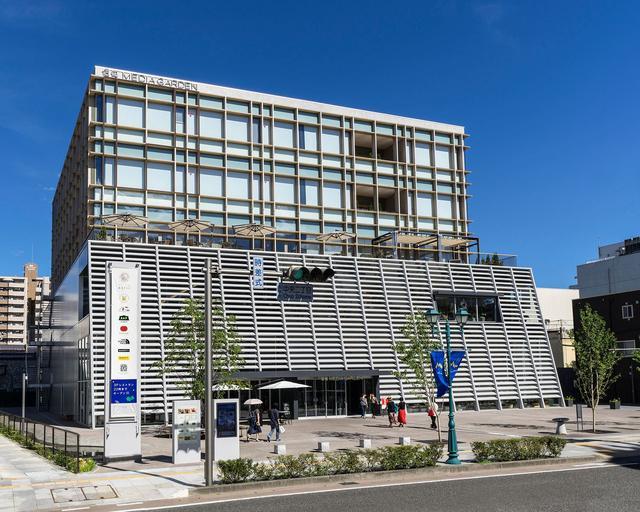 画像: 信毎とは、信濃毎日新聞のこと。上層階はその松本本社として機能している。 www.shinmai-mediagarden.jp