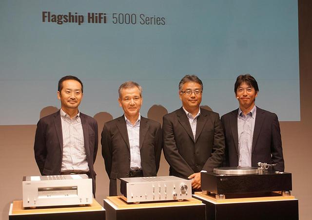 画像: ▲5000シリーズの開発メンバー。左から森井太朗氏、関塚恭好氏、阿部紀之氏、熊澤進氏