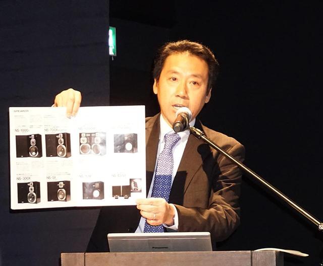 画像: ▲株式会社ヤマハミュージックジャパンAV・流通営業部部長の野口直樹氏は1988年のカタログも準備
