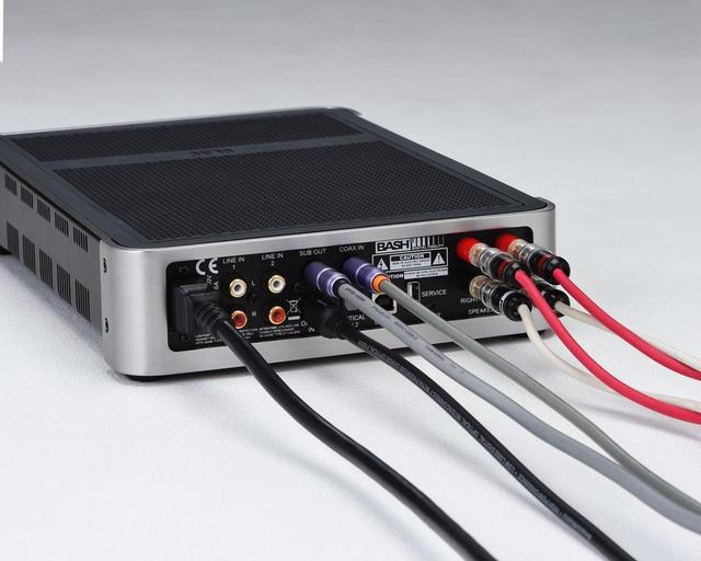 画像: 接続図④では、2系統のデジタル入力と、BS302へのスピーカー出力、SUB2030へのサブウーファープリ出力を行なっている