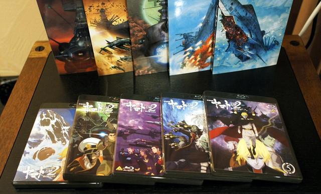 画像: ▲現時点で発売中の『宇宙戦艦ヤマト2202 愛の戦士たち』の第1巻~第5巻。初回特典として、小林誠による書き下ろし特製スリーブが同梱される。全7巻で完結の予定だ