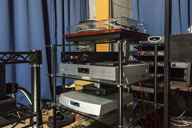 画像: 蝦名さんはハイレゾ再生にも熱心に取り組んでおり、ルーミンのネットワークプレーヤーA1やオッポデジタルのSonica DAC、デラのオーディオ用NASなどの機材も揃っている。小社「DigiFi」を参考にして選んだとか